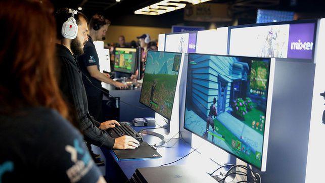 Varios-jugadores-jugando-Fortnite_EDIIMA20190116_0391_19