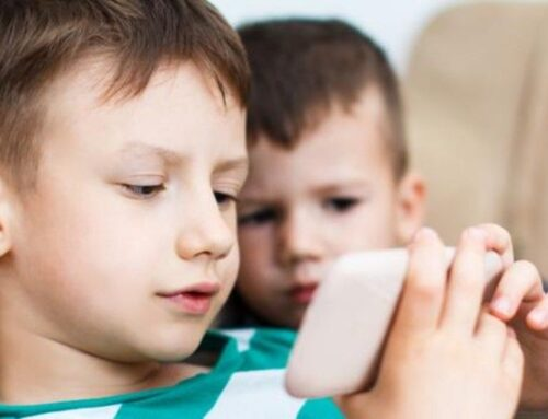 Los padres van siendo conscientes de la necesidad de supervisar la actividad digital de sus hijos pero aún hay mucho camino por recorrer
